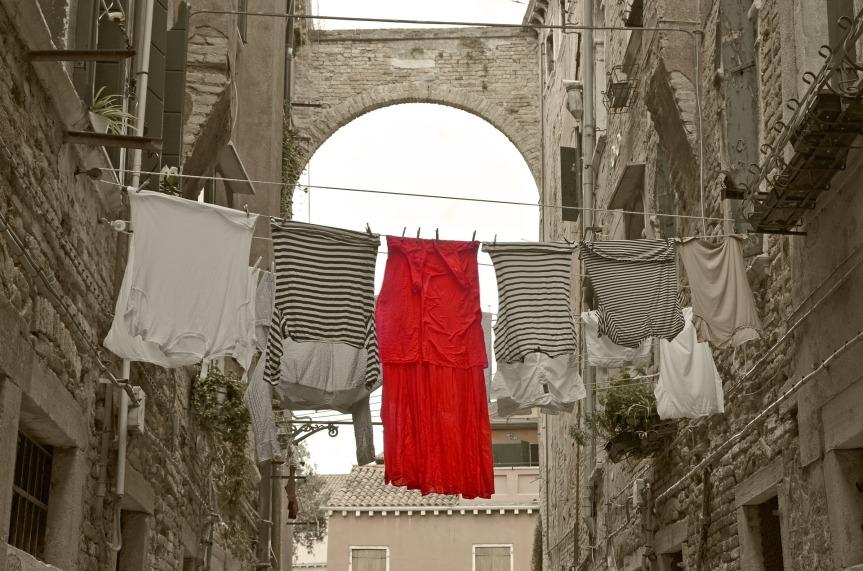 red-dress-1578868_1920
